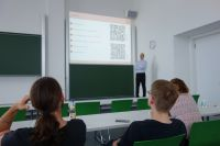 prof_weise_presenting_2