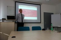 prof_weise_presenting_1