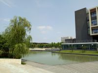 south_campus_2_summer_library_and_small_lake_01
